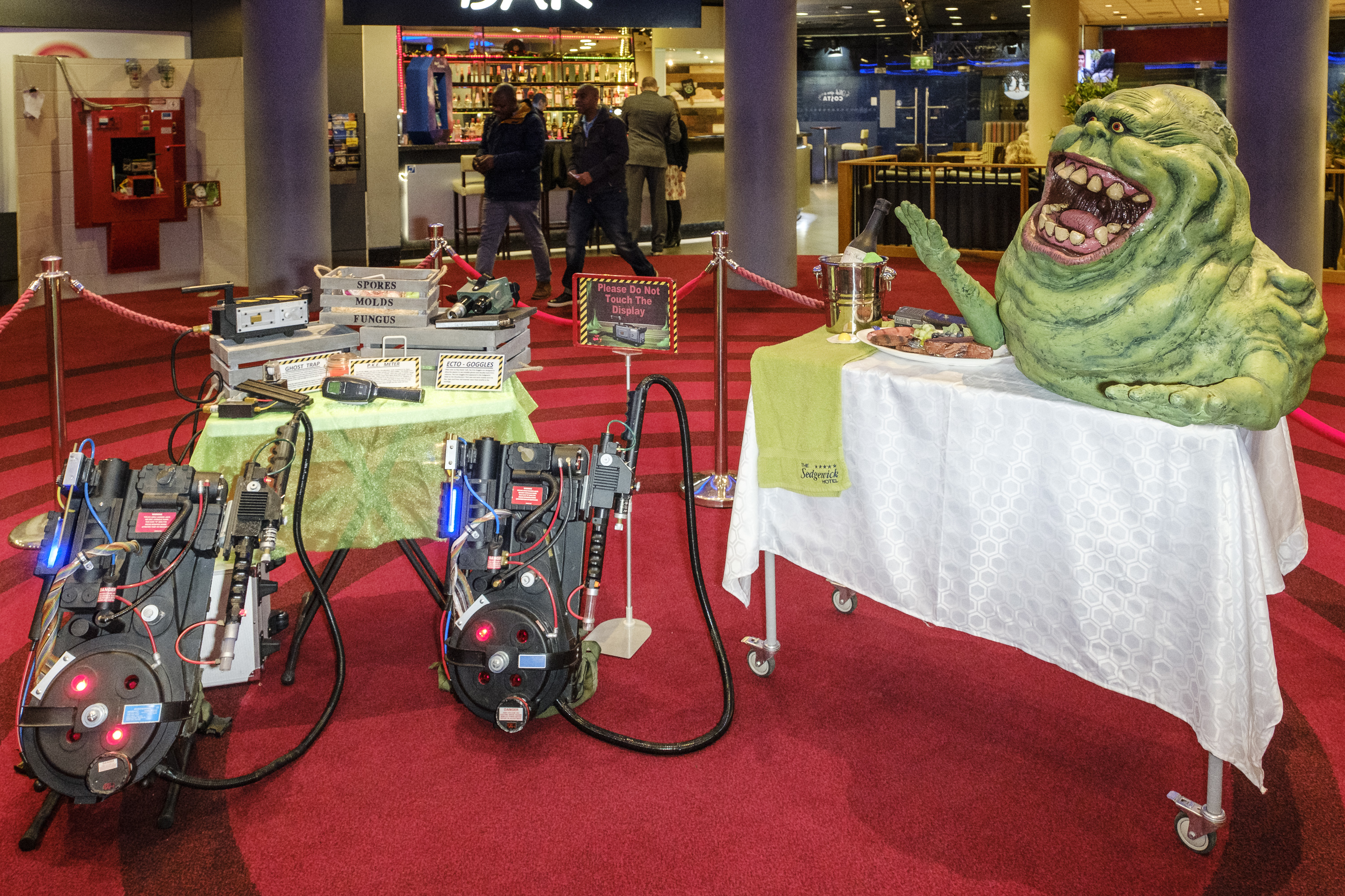 Slimer - Proton Pack - Ghostbusters Cleanin Up The Town European