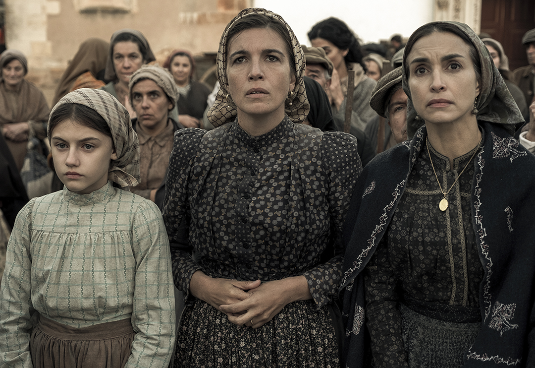 FATIMA Stephanie Gil, Lúcia Moniz and Maribel Lopera Sierra star in Fatima, an uplifting story about the power of faith. Photo Credit: Claudio Iannone ©2020 PICTUREHOUSE. ALL RIGHTS RESERVED.